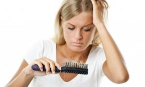 Косата пада усилено и се разрежда, а краищата й цъфтят